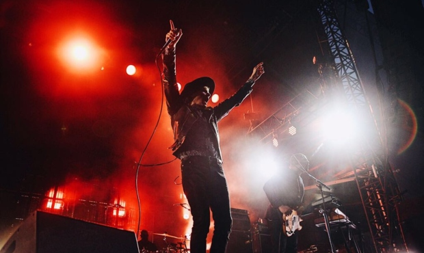 Beck, Cage The Elephant & Spoon at Fiddlers Green Amphitheatre